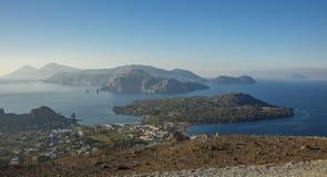 Panoramautsikt av eoliska öar Arkivbilder