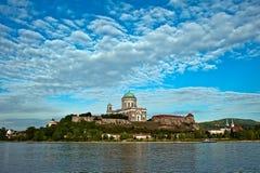 Panoramautsikt av Esztergom Arkivfoto
