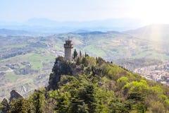 Panoramautsikt av ett litet torn Montale från fästningen Guaita Arkivbild