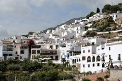 Panoramautsikt av Frigiliana - spansk vit by Andalusia Royaltyfri Foto