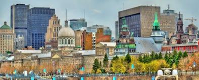 Panoramautsikt av gamla Montreal med den Bonsecours marknaden - Kanada Arkivbilder