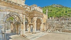Panoramautsikt av gammalgrekiskabyggnader på solig dag Arkivfoto