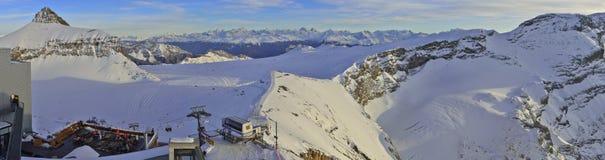 Panoramautsikt av glaciären 3000 Les Diablerets, Gstaad Arkivfoton