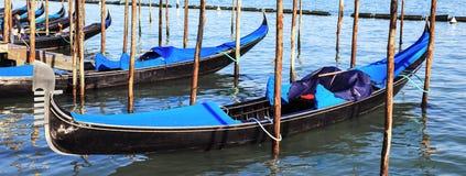 Panoramautsikt av gondoler i Venedig Royaltyfri Bild