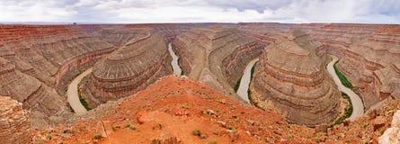 Panoramautsikt av Goosenecks delstatspark, Utah, USA arkivbild