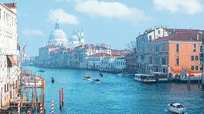 Panoramautsikt av Grand Canal och basilikan Santa Maria della Salute, Venedig, Italien arkivfoton