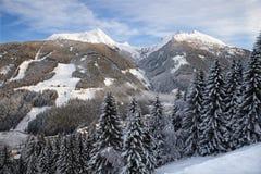 Panoramautsikt av Graukogel i dåliga Gastein royaltyfria bilder