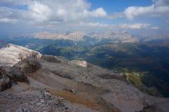 Panoramautsikt av härligt dolomiteberglandskap i södra tyrol Arkivbild