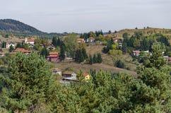 Panoramautsikt av hösten med byar Plana Arkivfoto