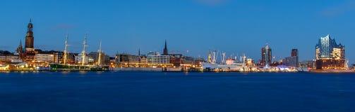 Panoramautsikt av hamnen av Hamburg Arkivbild