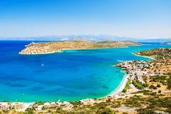 Panoramautsikt av havskusten med turkosvatten Arkivfoton