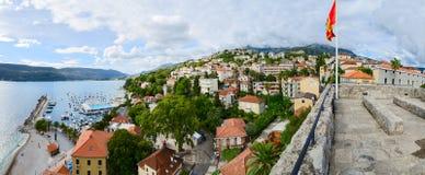 Panoramautsikt av Herceg Novi, Montenegro arkivfoto