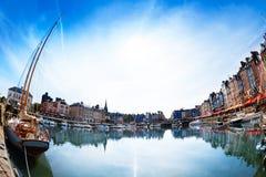 Panoramautsikt av Honfleur horisont på den soliga dagen Royaltyfria Foton