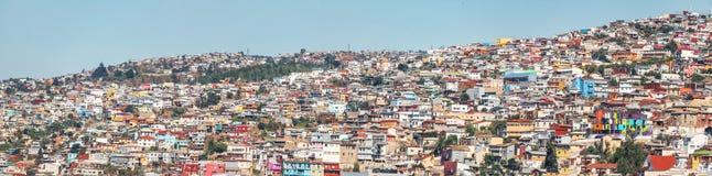 Panoramautsikt av hus av den Valparaiso sikten från den Cerro Concepcion kullen - Valparaiso, Chile arkivfoto