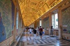 Panoramautsikt av inre och arkitektoniska detaljer av gallerit av Vaticanen arkivfoto
