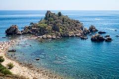 Panoramautsikt av Isola Bella (den härliga ön): liten ö n Royaltyfri Fotografi