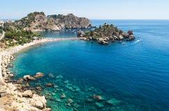 Panoramautsikt av Isola Bella, Taormina Royaltyfri Fotografi