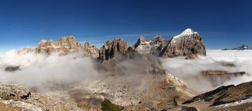 Panoramautsikt av italienare Dolomities - grupp Tofana arkivbilder
