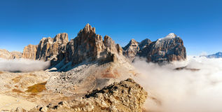 Panoramautsikt av italienare Dolomities - grupp Tofana arkivfoto