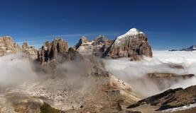 Panoramautsikt av italienare Dolomities - grupp Tofana fotografering för bildbyråer