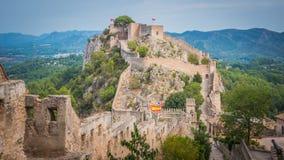 Panoramautsikt av Jativa medeltida slottar i Valencia Spain royaltyfri bild