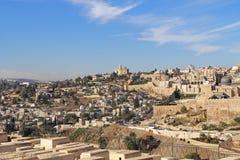Panoramautsikt av Jerusalem och en kyrkogård Arkivfoton