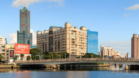 Panoramautsikt av Kaohsiung, den andra mest lagest staden av Taiwan, med den iconic byggnaden 85 av bakgrund Arkivfoto