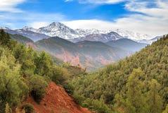 Panoramautsikt av kartbokberg i Marocko Arkivbilder