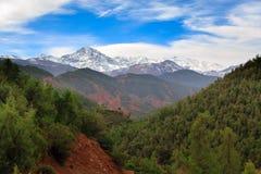 Panoramautsikt av kartbokberg i Marocko Arkivbild
