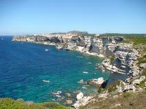 Panoramautsikt av klipporna av Bonifacio i Korsika arkivfoton