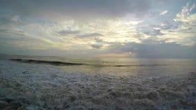 Panoramautsikt av kusten på solnedgången i Bali, ultrarapid lager videofilmer