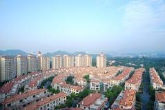 Panoramautsikt av lägenheterna Arkivbild