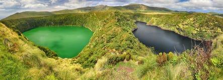 Panoramautsikt av Lagoa Negra och Lagoa Comprida på den Azores ön av Flores Arkivbild