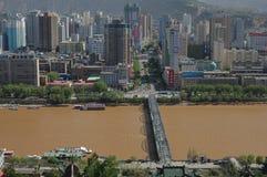 Panoramautsikt av Lanzhou, Kina fotografering för bildbyråer