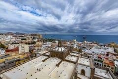 Panoramautsikt av Las Palmas de Gran Canaria på en härlig dag, sikt från domkyrkan av Santa Ana Royaltyfri Bild