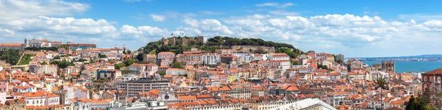 Panoramautsikt av Lissabon från den SaoPedro de Alcantara synvinkeln - Arkivfoton