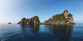 Panoramautsikt av Mu Ko Chumphon Marine National Park, Buddhaberg Moo Koh Chumphon Chumohon landskap, Thailand , Ngam Yai I Arkivfoton