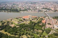Panoramautsikt av Novi Sad, Vojvodina, Serbien royaltyfri bild