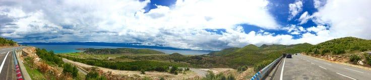 Panoramautsikt av Ohrid sjön Fotografering för Bildbyråer