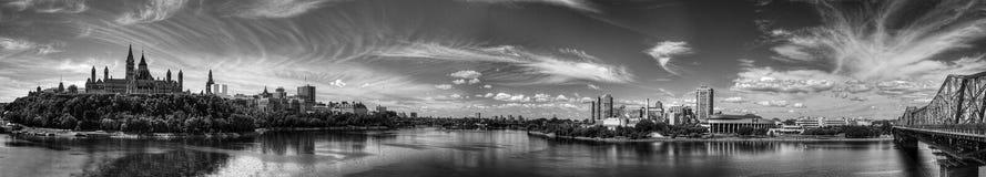 Panoramautsikt av Ottawa, Kanada, i svartvitt Arkivfoto
