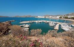 Panoramautsikt av Parikia Arkivbilder