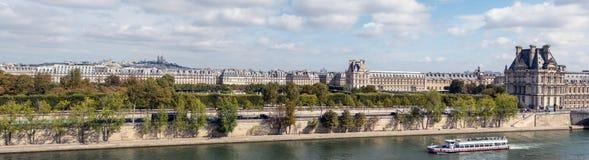 Panoramautsikt av Paris från det Musee D `-Orsay taket royaltyfri bild