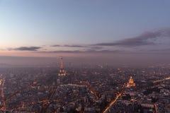 Panoramautsikt av Paris på solnedgången Arkivfoto