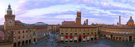 Panoramautsikt av piazza Maggiore - Bologna fotografering för bildbyråer