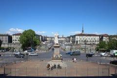 Panoramautsikt av piazza Vittorio Veneto och vågbrytare Antonelliana som tas från Granen Madre di Dio, Turin, Italien Royaltyfri Bild