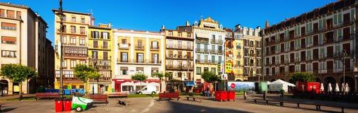 Panoramautsikt av Plaza del Castillo i Pamplona royaltyfri fotografi