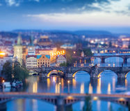 Panoramautsikt av Prague broar över den Vltava floden Royaltyfria Bilder