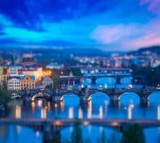 Panoramautsikt av Prague broar över den Vltava floden Arkivfoton