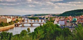 Panoramautsikt av Prague broar Arkivbilder