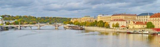 Panoramautsikt av Prague, Tjeckien, på kusten av Vltava Royaltyfria Foton